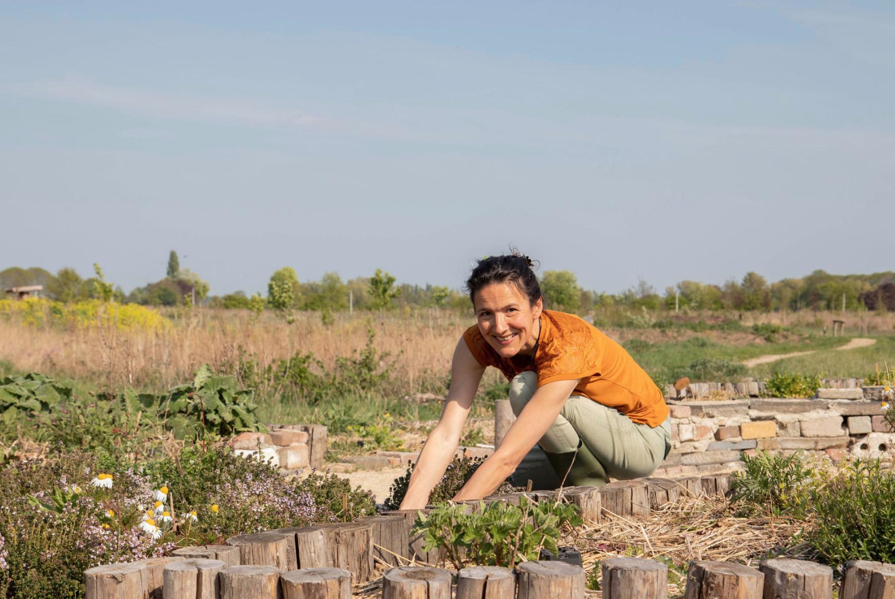 Kruidenoogst Chantal oogst voedselbos